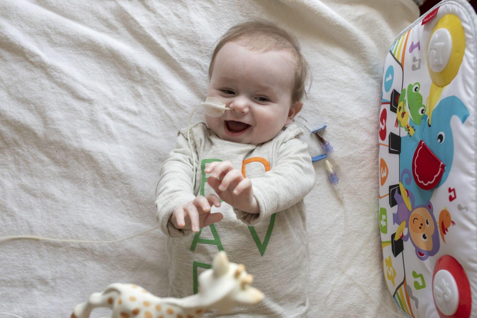 Foto's in het ziekenhuis, baby 7 maanden 3 keer geopereerd.